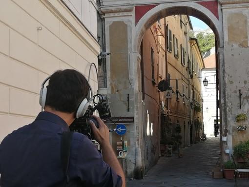 Finalborgo ancora sotto i riflettori. Anche le telecamere di Studio Aperto ad ammirare le sue bellezze (FOTO)