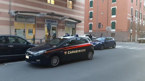 Savona, rapina alla Carige di via Alessandria: due banditi in fuga (FOTO)