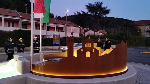 Andora, accesa la rotonda-scultura di via San Lazzaro