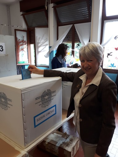 Varazze, il candidato sindaco Elsa Roncallo ha votato