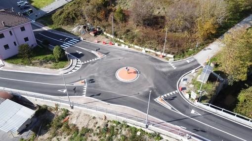 Cengio, rotatoria tra le vie Marconi, Belvedere e Volta: lavori terminati (FOTO)