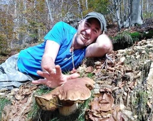 """Porcino di quasi 2 chili: il fortunato fungaiolo è un finalese """"uomo di mare""""..."""