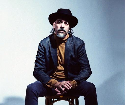 Il cantautore Roberto Angelini ospite oggi pomeriggio su Radio Onda Ligure 101