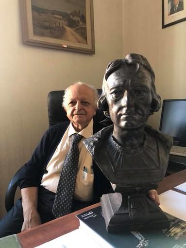Savona, il Presidente del Consiglio comunale Giusto dona alla città un busto di Cristoforo Colombo