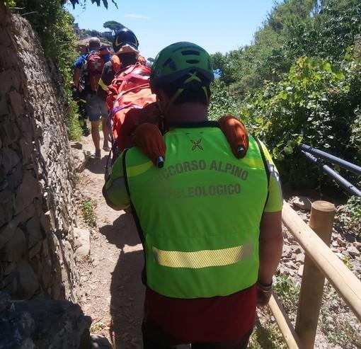 """Si fa male alla caviglia lungo il sentiero """"Napoleonico"""": donna soccorsa a Verezzi"""