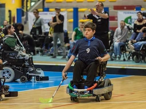 """Una nuova carrozzina elettrica sportiva per giocare a hockey, l'appello del giovane Davide: """"Aiutatemi a proseguire il mio sogno"""""""