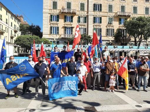 Sciopero Tpl, i lavoratori incrociano nuovamente le braccia in piazza Sisto a Savona (FOTO e VIDEO)