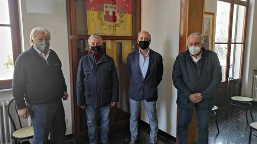 Villanova d'Albenga: Rino Ferrari va in pensione, tre sindaci si radunano per salutarlo