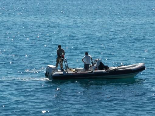 Ordigno bellico inesploso sui fondali di Pietra Ligure? Ricerche della Guardia Costiera (FOTO e VIDEO)
