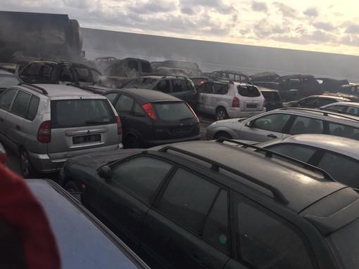 Incendio al Porto di Savona: mille auto distrutte (FOTO e VIDEO)