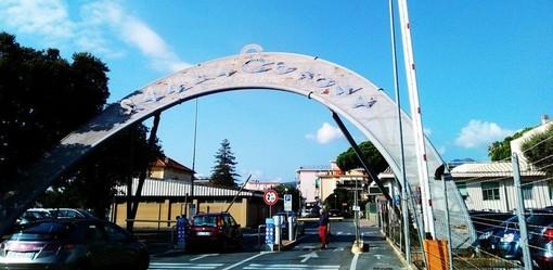 Scooter travolto da un'auto sulla via Aurelia a Loano: una giovane in codice giallo al Santa Corona