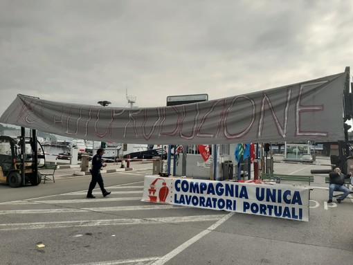 """Savona, sciopero dei portuali e marittimi. Lavoratori e sindacati: """"No all'autoproduzione"""" (FOTO e VIDEO)"""