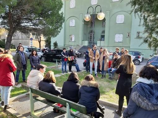 Savona, orari Barrili: il campus mette a disposizione il piano superiore della biblioteca
