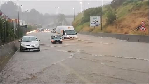 Allerta meteo, violenti temporali sulla costa: allagamenti e disagi a Savona  (AGGIORNAMENTI IN CORSO)