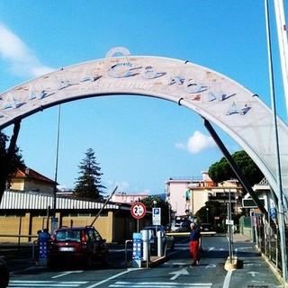 Pietra Ligure, scontro tra bici e moto: due feriti al Santa Corona