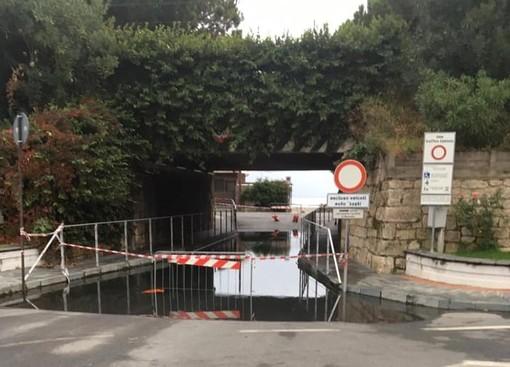 Borghetto, sottopasso di piazza Libertà allagato dalla mareggiata: intervento della Protezione civile (FOTO)