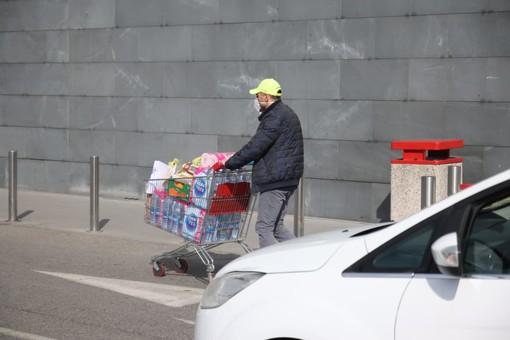 Coop, Conad e Federdistribuzione si dichiarano disposte a maggiorare del 10% i buoni spesa per le famiglie in difficoltà