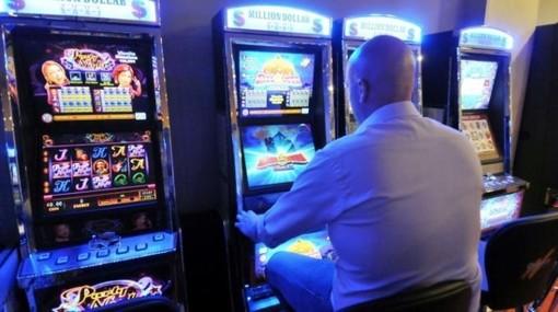 Cairo, giro di vite al gioco d'azzardo: slot spente dalle ore 7 alle 19