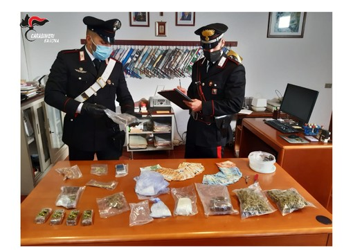 Tenevano droga in casa: arrestati due giovani ad Alassio (FOTO)
