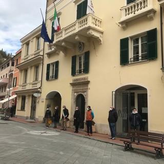 Anche a Pietra Ligure e Giustenice bandiere a mezz'asta e minuto di silenzio per ricordare le vittime del Coronavirus (FOTO)