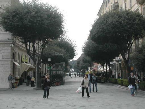 Savona, gazebo di Fratelli d'Italia e Alleanza Nazionale oggi in Corso Italia