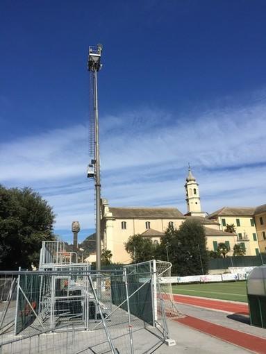 """Finale, allo stadio """"Borel"""" rimossa la prima torre faro: il video"""