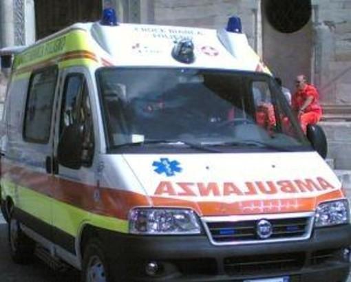 Frontale tra auto e moto, giovane centauro ferito ad Albisola