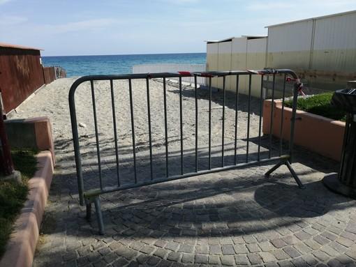 """""""Spiagge libere troppo piccole"""": a Finale Ligure il Comune sceglie di chiudere alcuni tratti di arenile"""