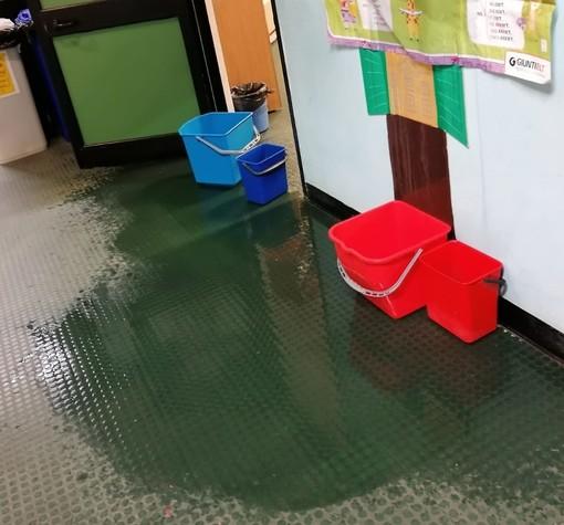 """Infiltrazioni d'acqua nella scuola De Amicis a Savona, l'assessore Santi: """"Il risultato di una totale disattenzione delle precedenti amministrazioni"""""""