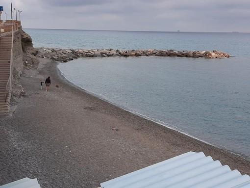 """Spiagge libere accessibili la prossima estate? Le amministrazioni savonesi al Governo: """"Da soli non ce la facciamo"""""""