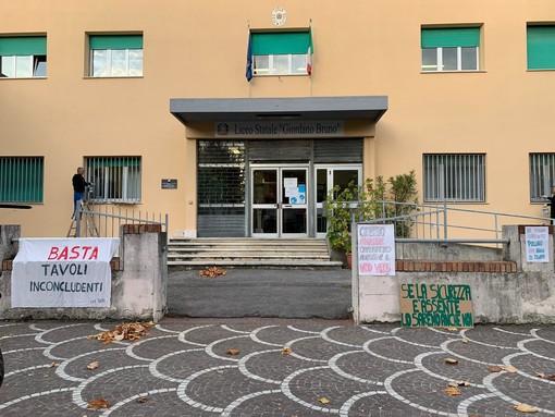 """Albenga, gli studenti del Liceo """"Giordano Bruno"""" scioperano: """"Se la sicurezza è assente. Lo saremo anche noi"""""""