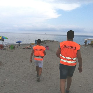 Albenga, primo weekend per il servizio di steward nelle spiagge libere