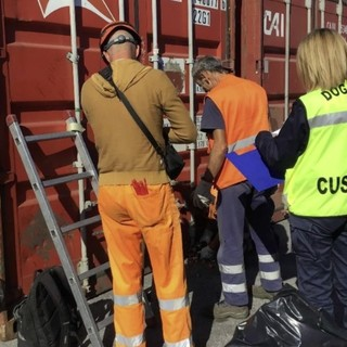 Oltre 5mila apparecchi elettronici e di domotica senza etichettatura: maxi sequestro al porto di Vado