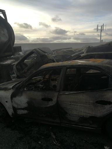 """1000 auto a fuoco a Savona: """"Maserati hanno batteria con capacità di scarica molto elevata"""""""