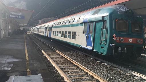 Atto vandalico sul treno regionale Savona-Ventimiglia: identificato il responsabile
