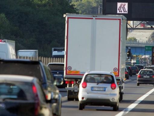 Camion sbanda sulla A10 a Varazze: riaperta l'autostrada