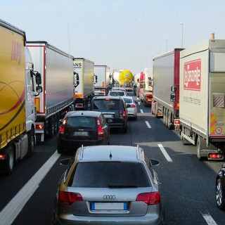 Autostrade: traffico in rallentamento e code per lavori sulla A10 e A26