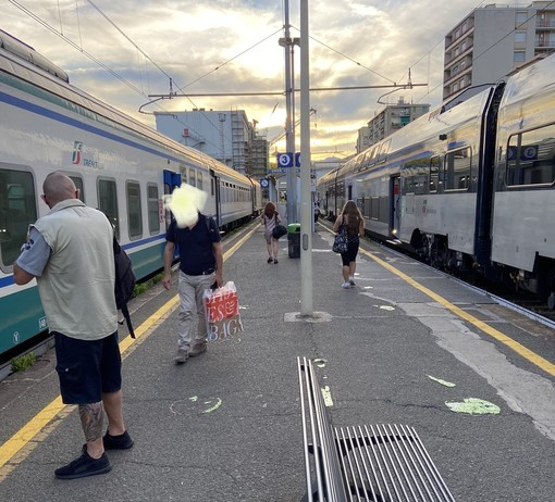 """""""Ancora disservizi sulla linea Genova- Ventimiglia, paghiamo abbonamenti annuali sempre più cari per avere un servizio scadente"""""""