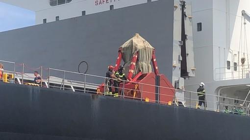 Tragedia al porto di Savona: marinaio cade dal ponte di una nave e muore sul colpo