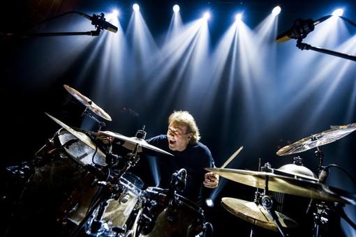 Il batterista Tullio De Piscopo ospite su Radio Onda Ligure 101 presenta il suo nuovo concerto a Sanremo