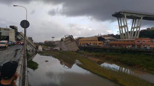 Tragedia di Genova, ponte Morandi crollato: sono 22 le vittime attualmente accertate (FOTO e VIDEO)