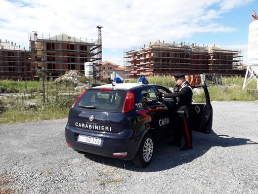 Blitz dei Carabinieri nell'area T1 a Ceriale: 12 persone denunciate e 7 stranieri avviati all'espulsione