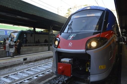 """Debuttano a Principe i nuovi treni regionali, Toti: """"Entro il 2023 in Liguria nessun treno avrà più di 5 anni"""""""