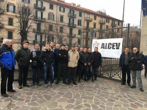 Tirreno Power: Alcev e Medicina Democratica davanti al tribunale in attesa dell'udienza