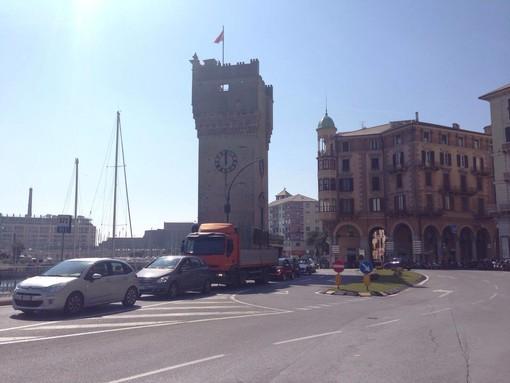 Caos viabilità tra le Albissole e Savona, partono le mozioni, le raccolte firme e la richiesta di interventi da parte delle autorità competenti