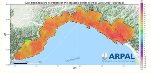 Nell'immagine la cartina con la distribuzione delle temperature alle ore 16.30 che evidenzia valori particolarmente elevati nelle zone interne della regione
