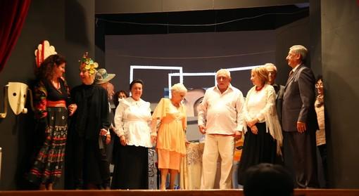 """Albenga, la compagnia teatrale dell'Unitre Nouvelle Vague presenta """"Il Berretto a Sonagli"""""""