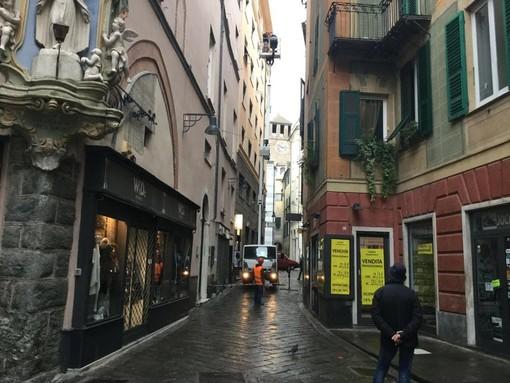 Savona: incendio in un appartamento di via Pia, vittima un cagnolino. I suoi padroni trasportati in ospedale in codice giallo
