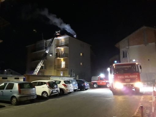 Paura a Carcare, esalazioni di monossido dalla canna fumaria: 3 famiglie evacuate