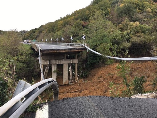 Autostrada A6: dopo il crollo del viadotto, seriamente a rischio anche l'altra corsia